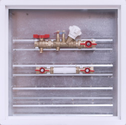 Sestava s vyvažovacím ventilem / skříň 500 x 500 x 110 mm