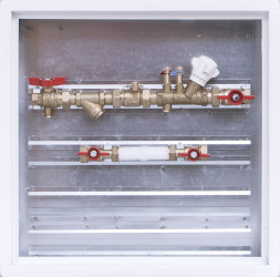 Sestava s filtrem, zónovým a vyvažovacím ventilem / skříň 600 x 600 x 110 mm