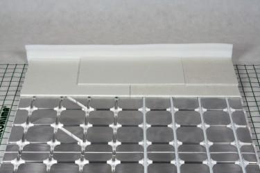 Příklad instalace suché podlahovky R883-1 GIACOMINI se sádrovláknitými deskami