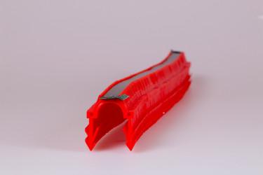 Spony jsou spojeny páskou v počtu 180 ks - jednodušší a rychlejší nabití montážního nástroje Tacker W863-1.